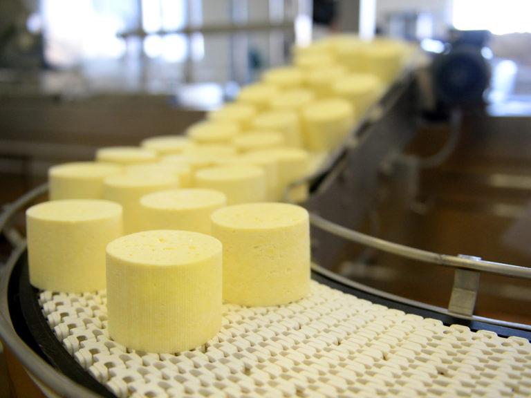 Управление выходами и оценка эффективности в сыродельном производстве